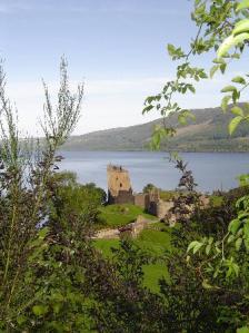 Loch Ness mit Castle Urquart