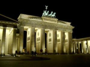 das Brandenburger Tor bei Nacht (von Carnoustietraveller)