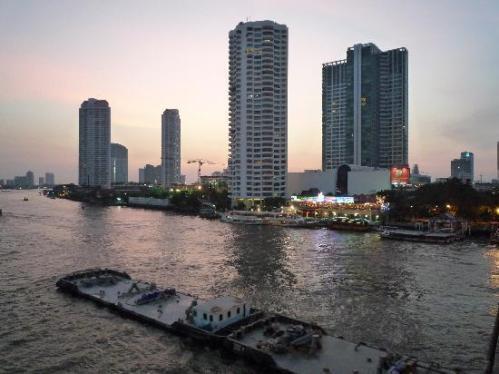 Blick auf das Baan Sathorn in Bangkok