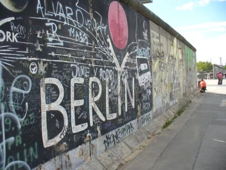 10136070-the-berlin-wall.jpg